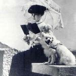 dame met het hondje